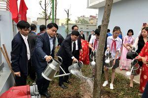 Chủ tịch UBND Thành phố Hà Nội Nguyễn Đức Chung tham dự Tết trồng cây tại quận Nam Từ Liêm