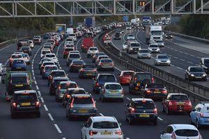Vì sao người Anh lại lái xe đi bên trái?