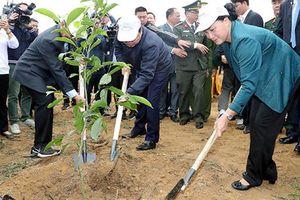 Chủ tịch Quốc hội Nguyễn Thị Kim Ngân dự Lễ ra quân hưởng ứng Tết trồng cây tại Hòa Bình