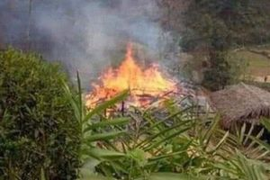 Hoảng hồn chứng kiến người đàn ông phóng hỏa đốt nhà bố vợ rồi nhảy vào đám cháy tự thiêu