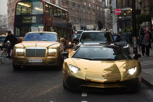 Xe mạ vàng, thú chơi hào nhoáng của giới nhà giàu
