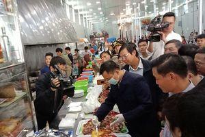 Phạt 2 nhà hàng vi phạm ATTP tại lễ hội chùa Hương