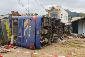 Phó Thủ tướng yêu cầu điều tra nguyên nhân vụ xe khách bị lật ở Khánh Hòa