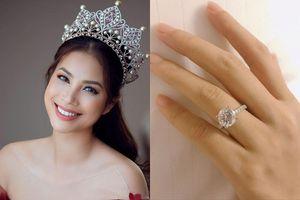 Phạm Hương bất ngờ khoe chiếc nhẫn lạ trong ngày Vía Thần tài