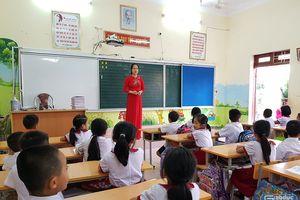 Bé tiếp thu nhanh và giỏi nhất lớp 1 đã đi học thêm ở nhà cô giáo từ...5 tuổi