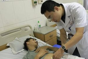 Nam thanh niên thủng ruột non vì nuốt xương cá