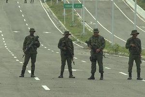 Quân đội Venezuela đẩy mạnh bảo vệ biên giới giữa lúc Mỹ đòi ông Maduro 'ra đi'