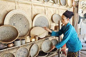 Các sản phẩm, hàng hóa lưu niệm phục vụ du khách cần gắn với từng tour, tuyến