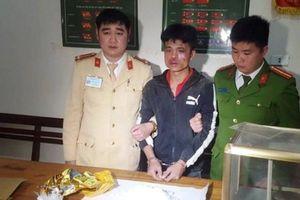Đối tượng vận chuyển ma túy đá chống trả quyết liệt khi bị vây bắt