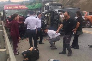 Tai nạn kinh hoàng trên cao tốc Nội Bài - Lào Cai: Số người thương vong đã lên tới 12