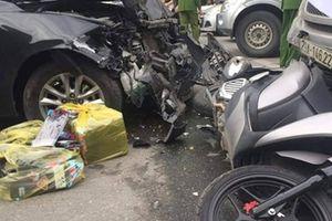 Ô tô Mazda đâm liên hoàn 2 xe máy, 3 người bị thương