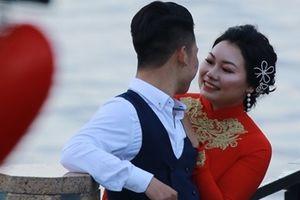 Đẹp lãng mạng những cặp tình nhân trên cây Cầu tình yêu nổi tiếng trong ngày 14-2