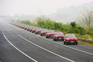 Video hơn 50 xe ô tô tự lái lập kỉ lục diễu hành