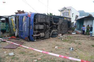 Xe khách chạy quá tốc độ trước khi tự gây tai nạn ở Khánh Hòa