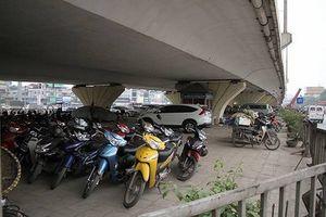 Hà Nội: Đề nghị cho phép trông xe dưới gầm cầu vượt thêm 5 năm nữa