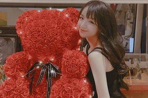 Người yêu em thiếu gia Phan Thành khoe quà Valentine khổng lồ