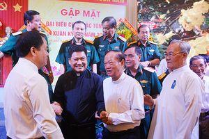 Quân khu 7 gặp mặt đại biểu chức sắc tôn giáo đầu Xuân Kỷ Hợi