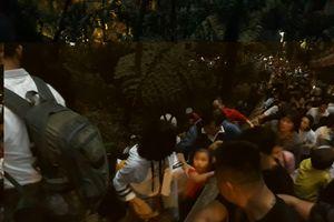 Ngăn chặn tình trạng trèo tường ở chùa Hương
