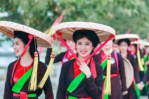 Thí sinh Người đẹp Kinh Bắc 2019 trải nghiệm văn hóa Quan họ