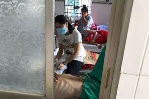 Mẹ đơn thân Sài Gòn quên tình yêu, đi chăm những đứa trẻ nhiễm HIV