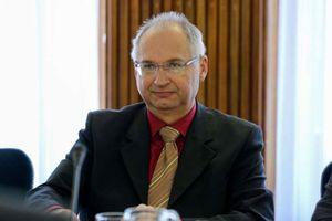 Nghị sĩ Slovenia từ chức vì ăn cắp 1 cái bánh mì