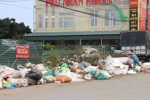 Hà Tĩnh: Nhà máy xử lý không nhận rác, thị xã đang 'bốc mùi'