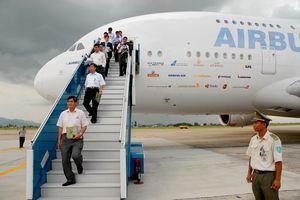 Máy bay chở khách lớn nhất thế giới từng đến chào hàng tại Hà Nội