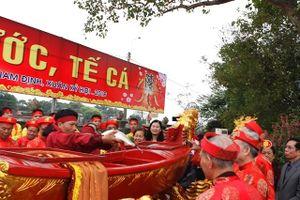Độc đáo lễ 'rước Nước, tế Cá' khai hội đền Trần