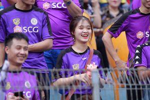 CĐV phủ kín khán đài Hàng Đẫy, tiếp lửa cho Siêu Cup Quốc gia