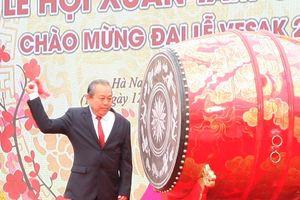 Phó Thủ tướng Trương Hòa Bình đánh trống khai hội Chùa Tam Chúc xuân Kỷ Hợi