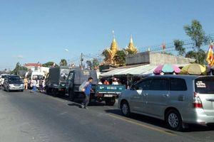 Quốc lộ 1 qua chùa Phú Giao ùn tắc kéo dài