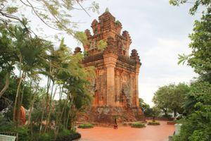 Về Phú Yên chiêm ngưỡng nét đẹp cổ kính của tháp Nhạn
