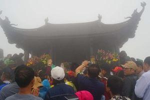 Vạn người đổ về Yên Tử, kẹt cứng đường lên chùa Đồng