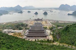 Hà Nam: Hàng ngàn người đổ về dự lễ khai hội xuân ở ngôi chùa lớn nhất thế giới