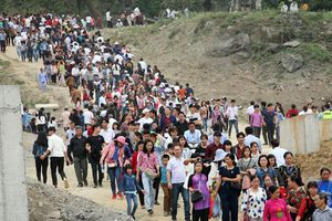 Hàng vạn du khách ùn ùn kéo đến ngôi chùa lớn nhất thế giới ngày khai hội