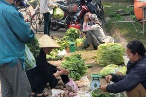 Nghệ An: Ngỡ ngàng vì rau xanh, tôm, cá bỗng đội giá... gấp đôi