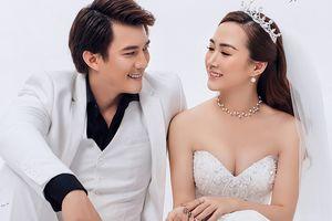 Hà Việt Dũng khoe ảnh ngọt ngào bên bà xã quen hai tháng đã cưới