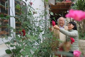 Bác sỹ đại gia 92 tuổi và người vợ trẻ kém mình 53 mùa xuân