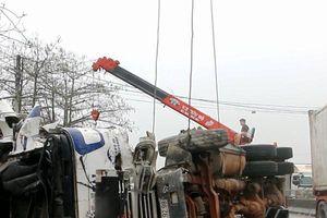 Clip: Giây phút xe đầu kéo đâm liên hoàn trên QL 1A khiến 8 người thương vong
