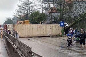 Thanh Hóa: Tai nạn liên hoàn khiến một người tử vong, container bị lật gây tắc đường