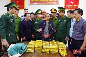 Hà Tĩnh: Bắt quả tang đối tượng Lào vận chuyển gần 300 kg ma túy đá qua Việt Nam