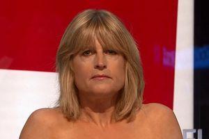 Nữ nhà báo Anh gây 'sốc' khi cởi áo ngay trên sóng truyền hình để phản đối Brexit
