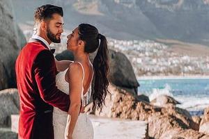 Cô gái chỉ mặc một chiếc váy cưới, cùng chồng chu du khắp 33 quốc gia trong kỳ trăng mật 10 tháng