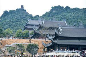 Nhộn nhịp lễ hội chùa Tam Chúc