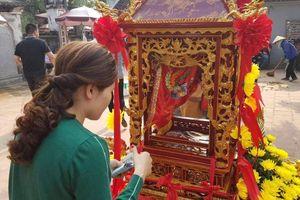 Chưa khai hội đền Trần, tiền lẻ đã nhét đầy kiệu rước