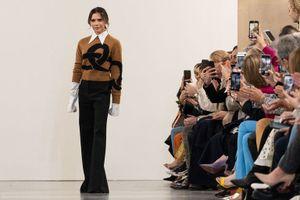 Victoria Beckham ra mắt BST đậm chất retro tại London Fashion Week 2019