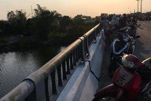 Bỏ lại balo trên cầu, nam thanh niên nhảy xuống sông tự tử