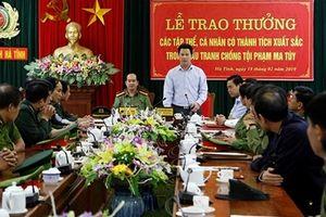 Khen thưởng Ban chuyên án khám phá đường dây ma túy ở Hà Tĩnh