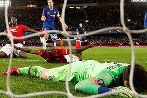 Thảm bại trước Man United, HLV Chelsea 'một mình đối đầu' cổ động viên, úp mở về quan hệ với học trò