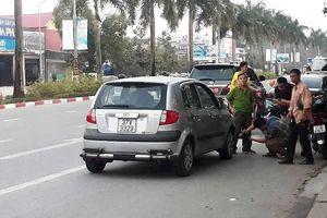 Xe hơi tông xe máy, một quân nhân tử vong